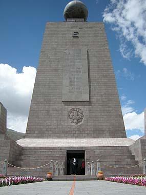 071231赤道記念碑