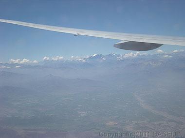 101226アンデス山脈に沿って飛ぶ