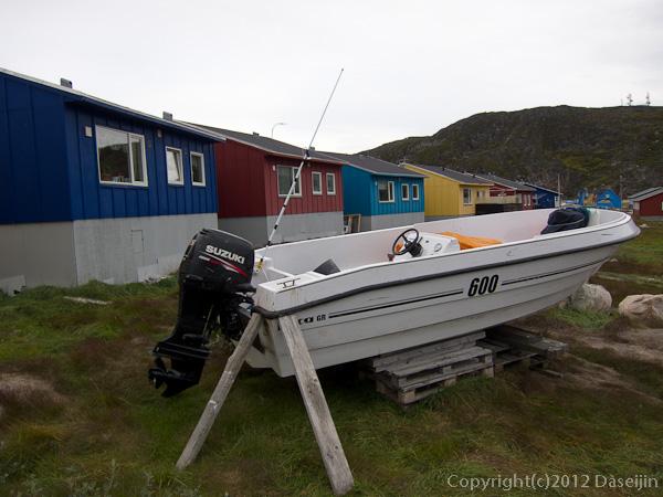 120813アイスランド、グリーンランドの旅・ボートのある家