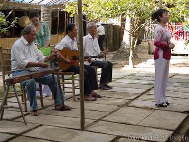 121118ベトナム・民族音楽コンサート
