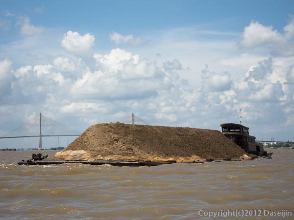 121118ベトナム・砂を運ぶ船