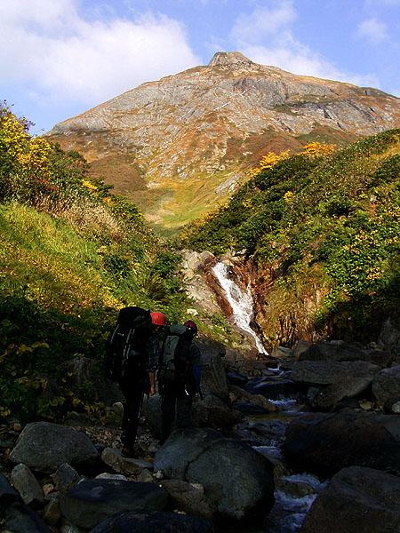061015ナルミズ沢から紅葉の大烏帽子岳
