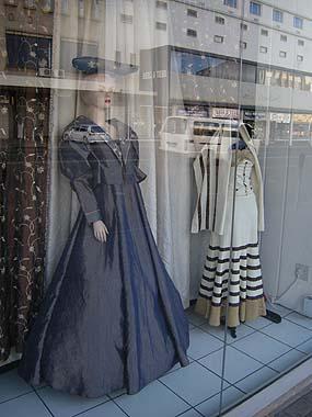 090426ヘレロの民族衣装