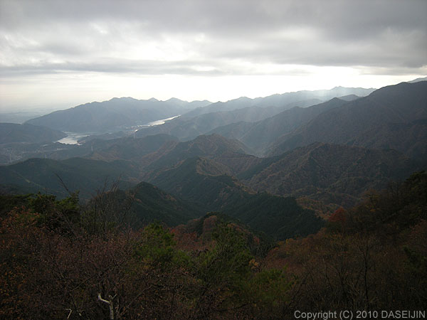 101121焼山山頂展望台から宮ケ瀬ダム