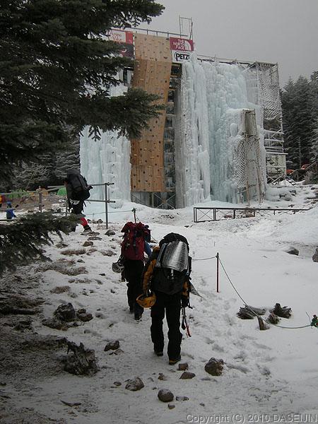 101218赤岳鉱泉に到着