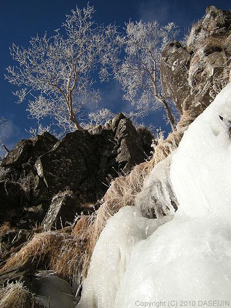 101218ジョウゴ沢霧氷と青空