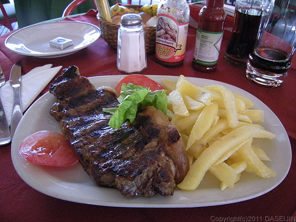 110109ブエノスアイレス、昼食のステーキ