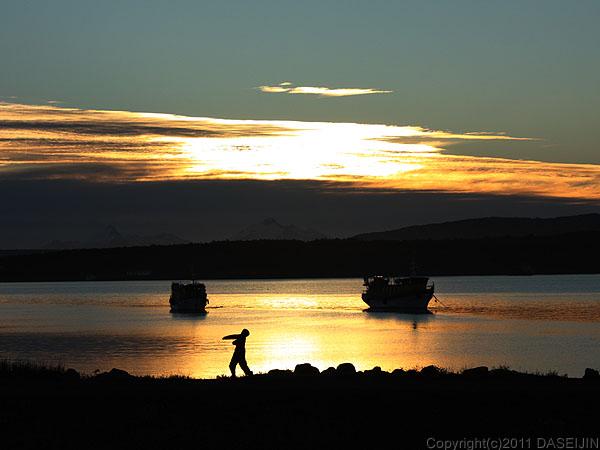 110101プエルト・ナタレス、エスペランサ湾の夕暮れ