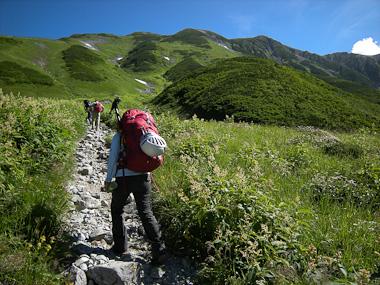 110814雷鳥坂を登る