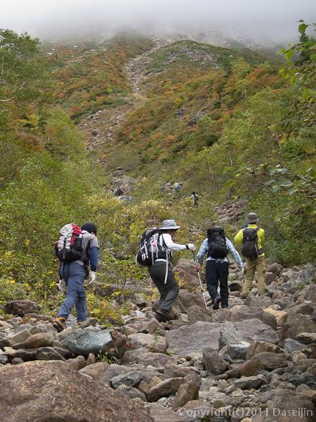 111002早池峰山・河原坊から紅葉の中を直登