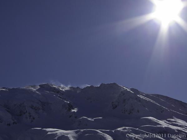 111126立山スキー・雪煙舞う立山