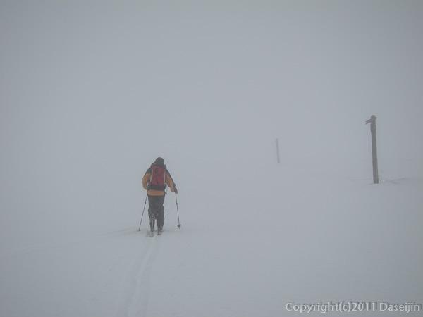 120303富士山・雲の中を登る