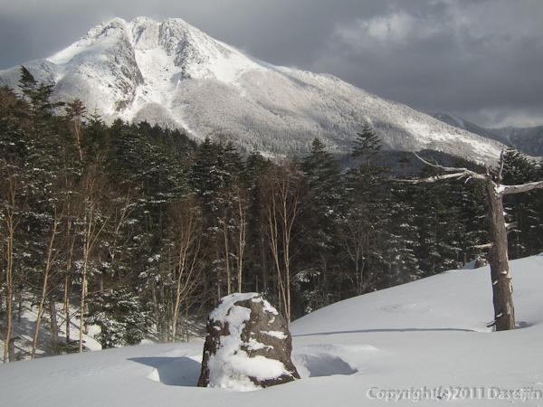 120325日光白根山・ゲレンデトップから白根山