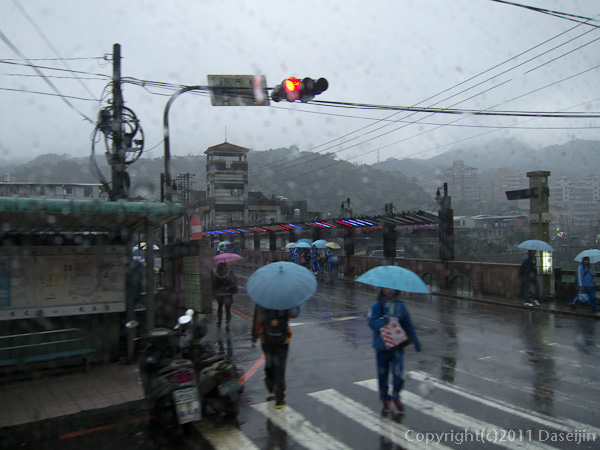 120309じゅうふん・雨が降っている