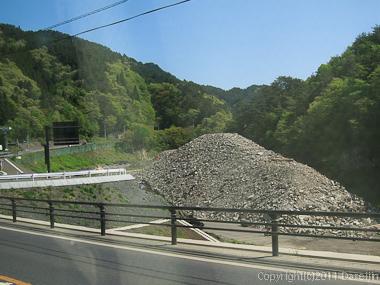 120513ボランティア・釜石市の瓦礫の山