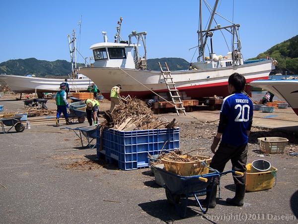 120513ボランティア・箱崎の漁港の清掃