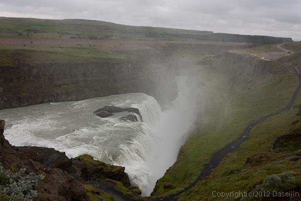 120805アイスランド、グリーンランドの旅・グトルフォス、激しい飛沫