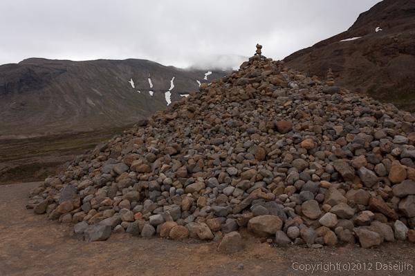 120805アイスランド、グリーンランドの旅・大きなケルン