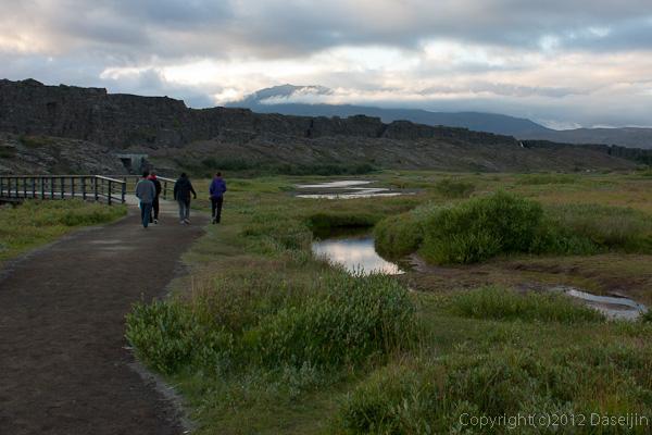 120805アイスランド、グリーンランドの旅・シンクベトリル、断崖が続く