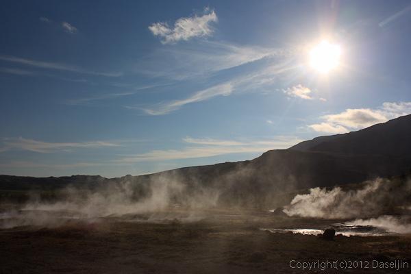 120805アイスランド、グリーンランドの旅・道路からゲイシール