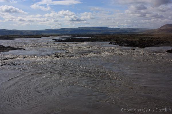 120806アイスランド、グリーンランドの旅・Skeiðarársandurの川
