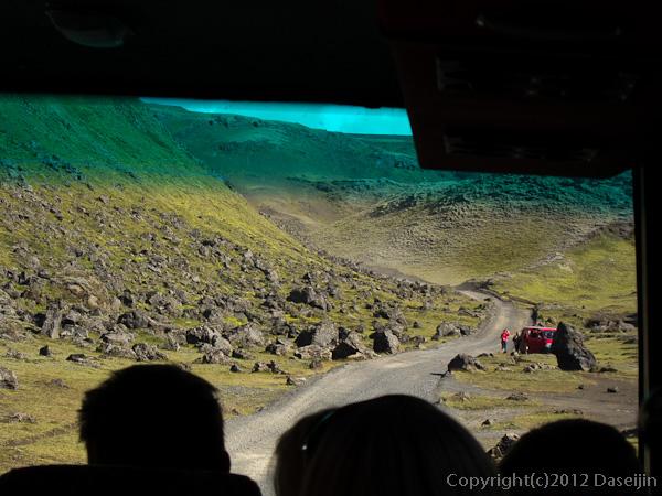 120808アイスランド、グリーンランドの旅・すごい落石の道