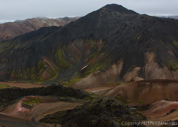 120809アイスランド、グリーンランドの旅・黒い山blahnukur