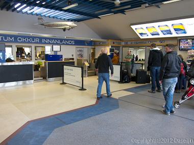 120810アイスランド、グリーンランドの旅・レイキャビック国内線の空港