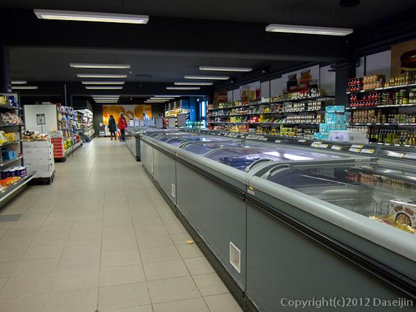 120810アイスランド、グリーンランドの旅・イルリサットのスーパーマーケット