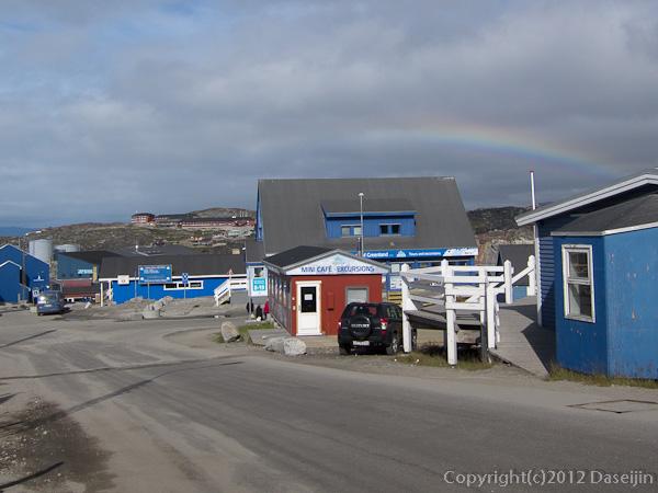 120811アイスランド、グリーンランドの旅・目抜き通りの虹