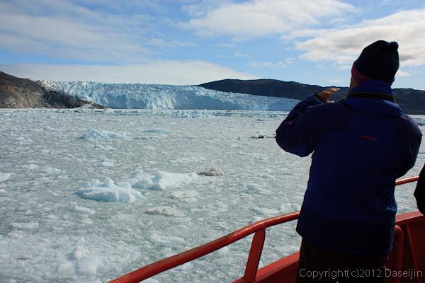 120812アイスランド、グリーンランドの旅・eqip氷河が見えてきた