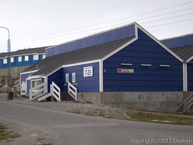 120811アイスランド、グリーンランドの旅・イルリサットのコンビニ