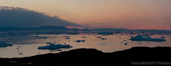 120812アイスランド、グリーンランドの旅・夕暮れパノラマ