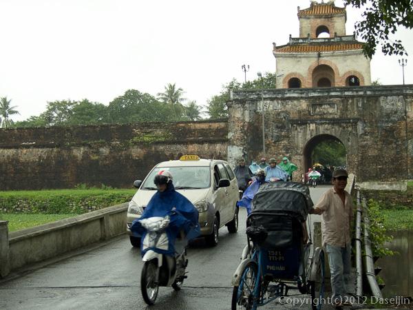 121114ベトナム・トゥオントゥ門