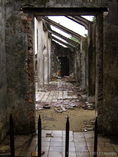 121114ベトナム・フエ宮中タトラ