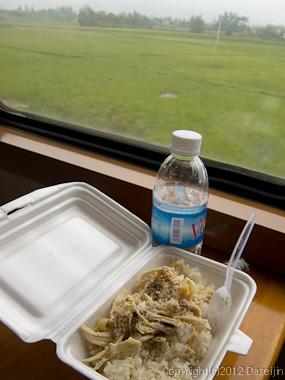 121115ベトナム・列車での朝食