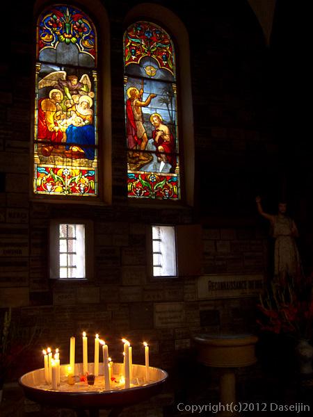 121117ベトナム・サイゴン大教会のステンドグラス