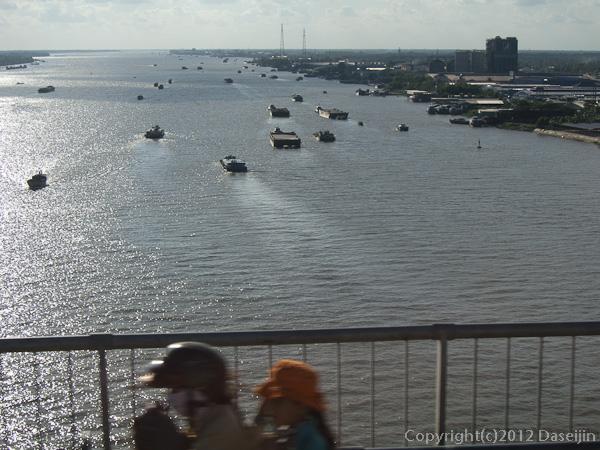 121118ベトナム・ラックミエウ橋からメコン川