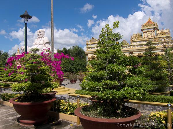 121118ベトナム・ヴィンチャン寺入り口